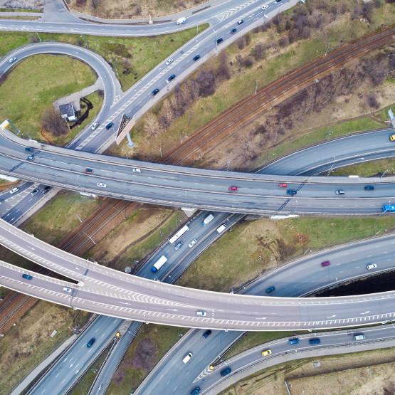 Plątanina dróg, ilustracja do artykułu o pozyskiwaniu ruchu